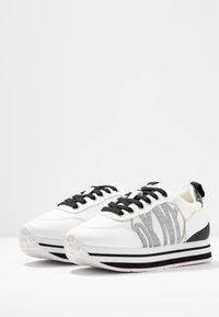 DKNY - PANYA - Baskets basses - white/black - 4