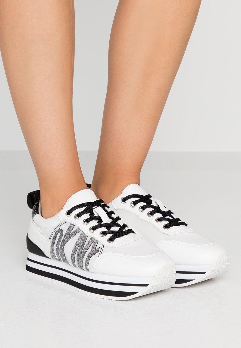 DKNY - PANYA - Baskets basses - white/black