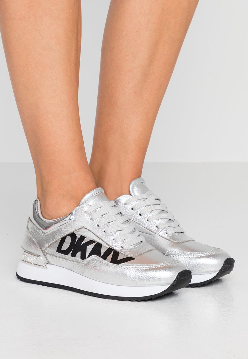 DKNY - MARIE - Baskets basses - silver