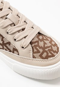 DKNY - REESA LACE UP - Sneaker low - chino - 2