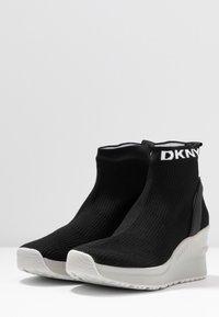DKNY - LONDON WEDGE - Höga sneakers - black - 4