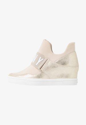 COSMOS WEDGE - Sneakers laag - beige