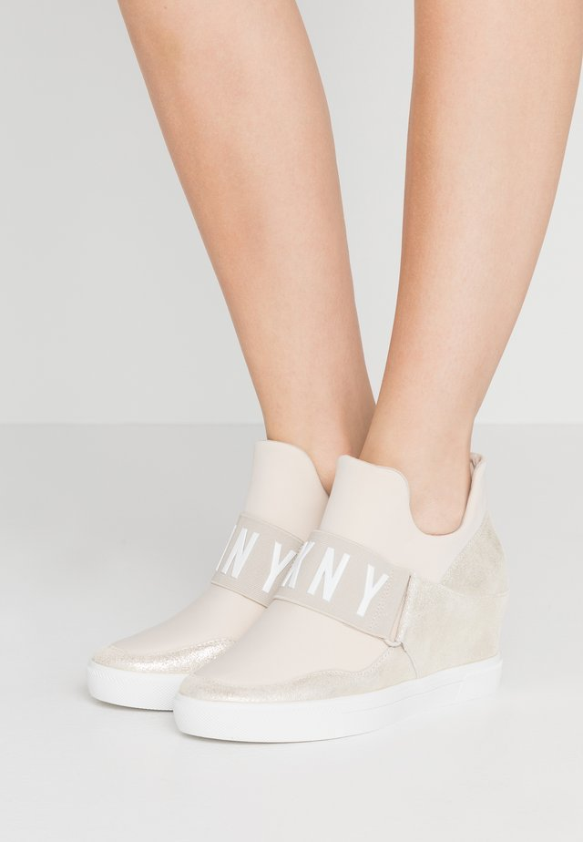 COSMOS WEDGE - Sneakers - beige