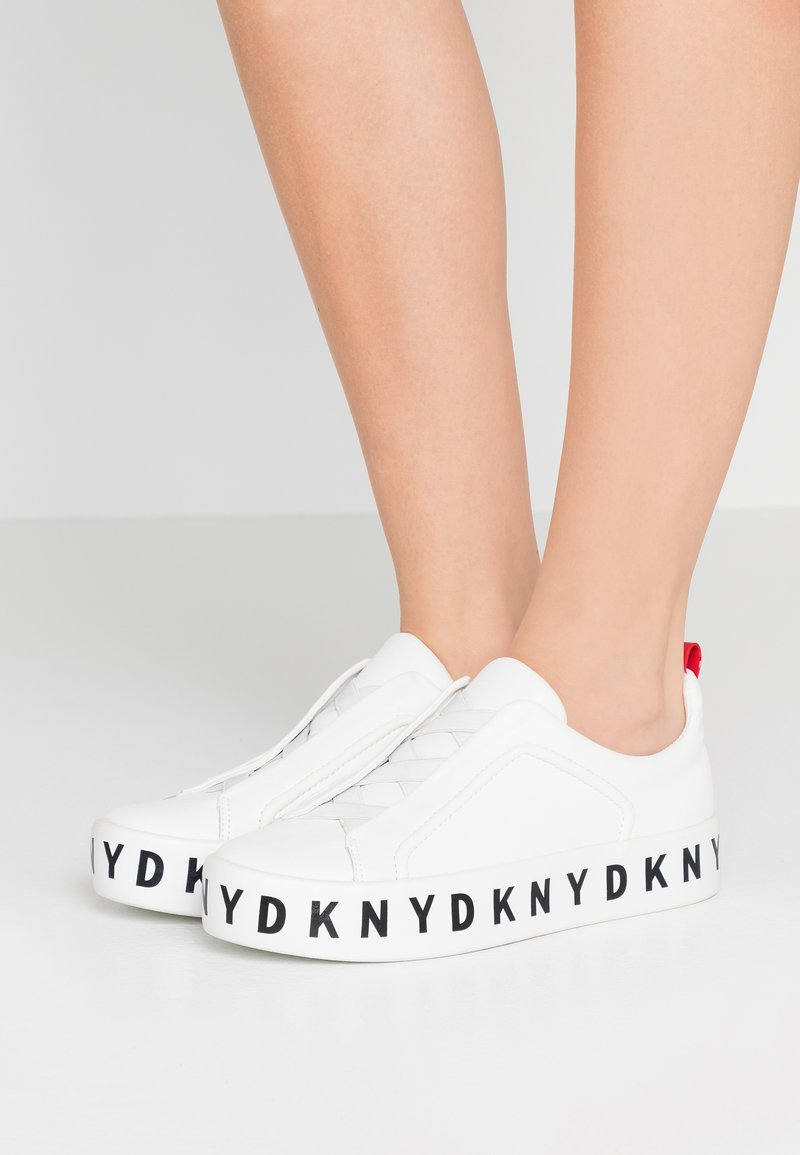 DKNY - BASHI SLIP ON PLATFORM - Nazouvací boty - white