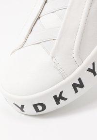 DKNY - BASHI SLIP ON PLATFORM - Nazouvací boty - white - 2
