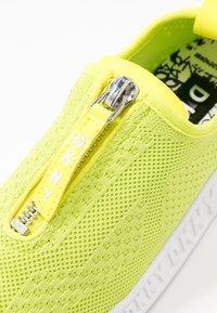 DKNY - MELISSA ZIPPER - Zapatillas - neon green - 2