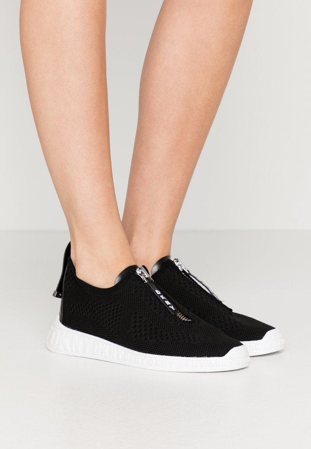 MELISSA ZIPPER - Sneaker low - black