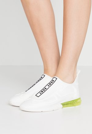 NILLI  - Mocassins - white/black