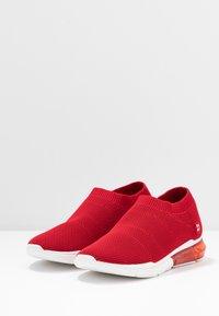 DKNY - PENN  - Nazouvací boty - red - 4