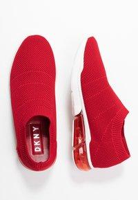 DKNY - PENN  - Nazouvací boty - red - 3