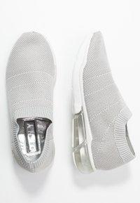 DKNY - PENN  - Nazouvací boty - silver - 3