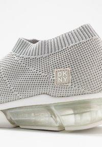 DKNY - PENN  - Nazouvací boty - silver - 2