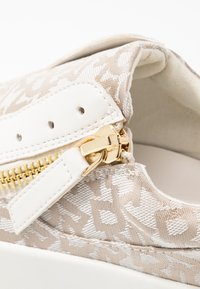 DKNY - BRADI PLATFORM ZIPPER  - Sneakers - beige - 2