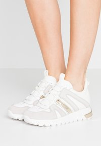 DKNY - MAY LACE UP  - Sneakers laag - white - 0