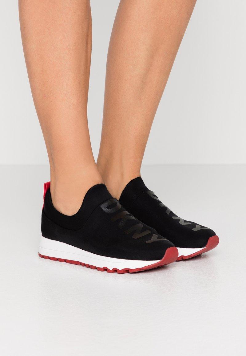 DKNY - JAYDEN  - Nazouvací boty - black