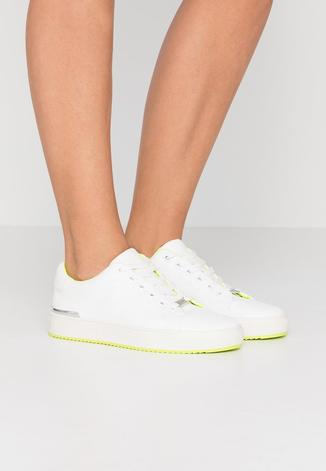 EXCLUSIVE - Sneaker low - white