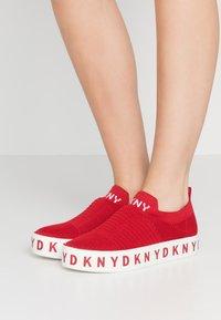 DKNY - BREA - Nazouvací boty - red - 0