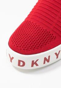 DKNY - BREA - Nazouvací boty - red - 2