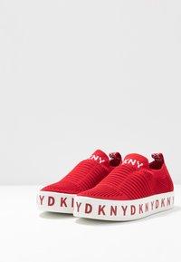 DKNY - BREA - Nazouvací boty - red - 4