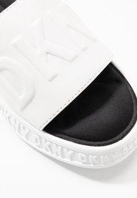 DKNY - MARA SLIDE - Sandaler - white - 2