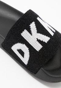 DKNY - ZAX SLIDE  - Mules - black/white - 2