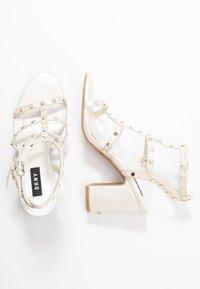 DKNY - HANZ - Højhælede sandaletter / Højhælede sandaler - snow - 3