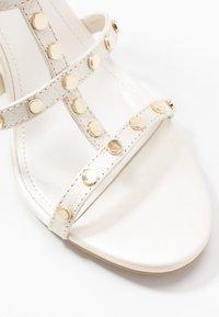 DKNY - HANZ - Højhælede sandaletter / Højhælede sandaler - snow - 2