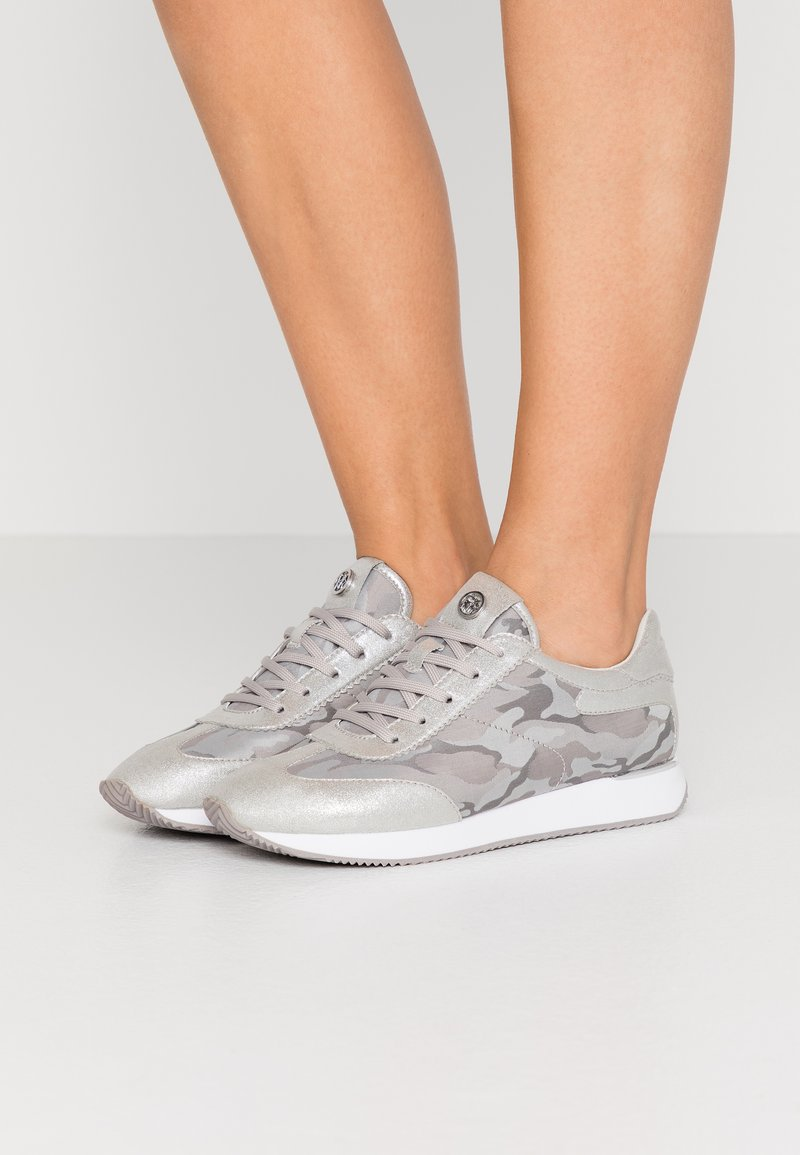 DKNY - ARLIE SLIP ON - Trainers - silver