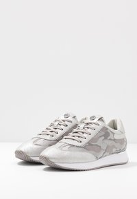 DKNY - ARLIE SLIP ON - Trainers - silver - 4