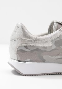 DKNY - ARLIE SLIP ON - Trainers - silver - 2