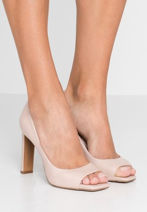 CLAUDIA  - Høye hæler med åpen front - nude