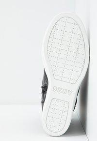 DKNY - CIRA WEDGE - Sneakers hoog - black - 6