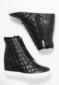 DKNY - CIRA WEDGE - Sneakers hoog - black - 3