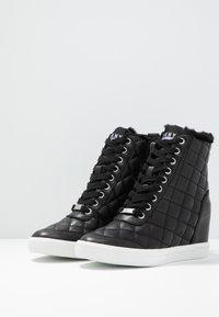 DKNY - CIRA WEDGE - Sneakers hoog - black - 4