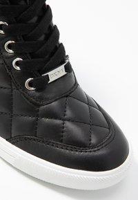 DKNY - CIRA WEDGE - Sneakers hoog - black - 2