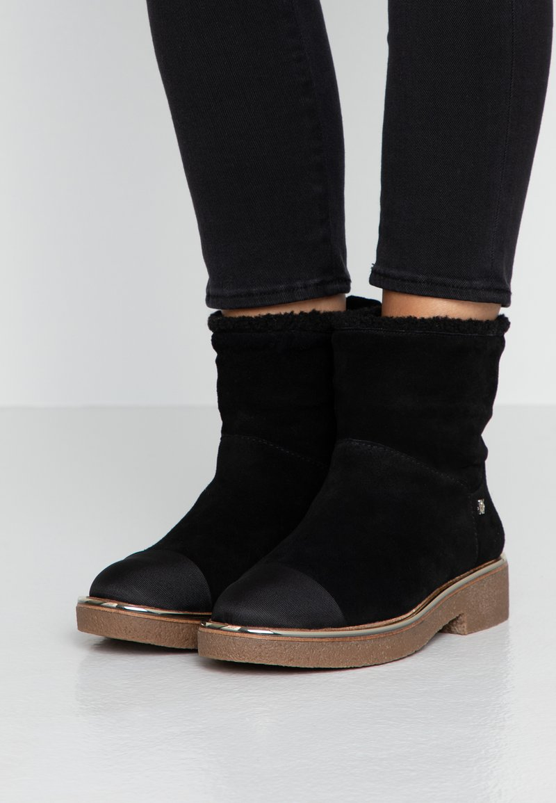 DKNY - BOOT - Classic ankle boots - black