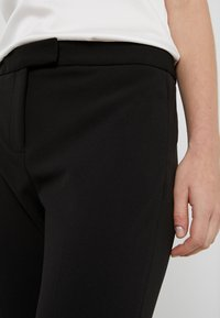 DKNY - FOUNDATION PANT SIDE SLITS - Tygbyxor - black - 5