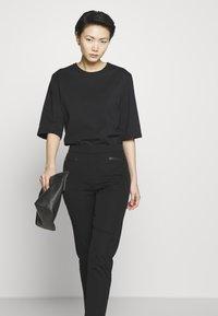 DKNY - TROUSER - Spodnie materiałowe - black - 3