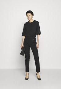 DKNY - TROUSER - Spodnie materiałowe - black - 1