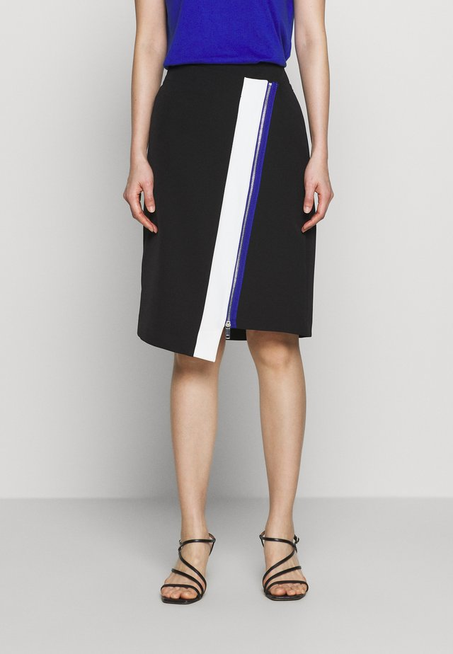 COLORBLOCK PENCIL SKIRT ZIP DETAIL - Pencil skirt - black/ivory/electric blue