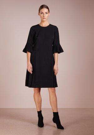 SLEEVE PLEATED BLACK DRESS - Kjole - black