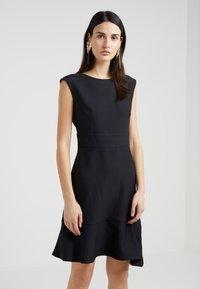 DKNY - CAP SLEEVE A LINE DRESS WITH TIE BELT - Hverdagskjoler - black - 0
