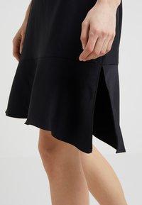 DKNY - CAP SLEEVE A LINE DRESS WITH TIE BELT - Hverdagskjoler - black - 4