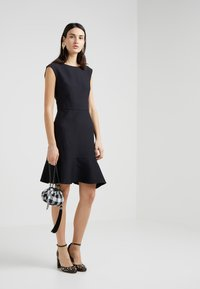 DKNY - CAP SLEEVE A LINE DRESS WITH TIE BELT - Hverdagskjoler - black - 1