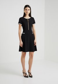 DKNY - CAP SLEEVE FIT FLARE WITH HALF ZIP - Jerseykjoler - black - 0
