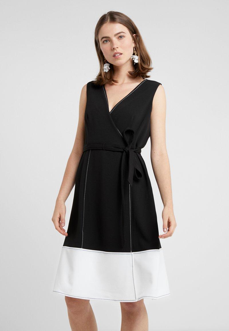 DKNY - V-NECK FAUX WRAP STITCHED A-LINE - Denní šaty - black/ivory