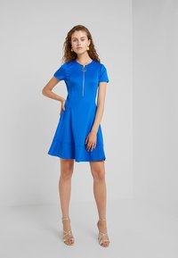 DKNY - FIT FLARE WITH ZIPPER - Robe d'été - royal - 1