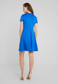 DKNY - FIT FLARE WITH ZIPPER - Robe d'été - royal - 2
