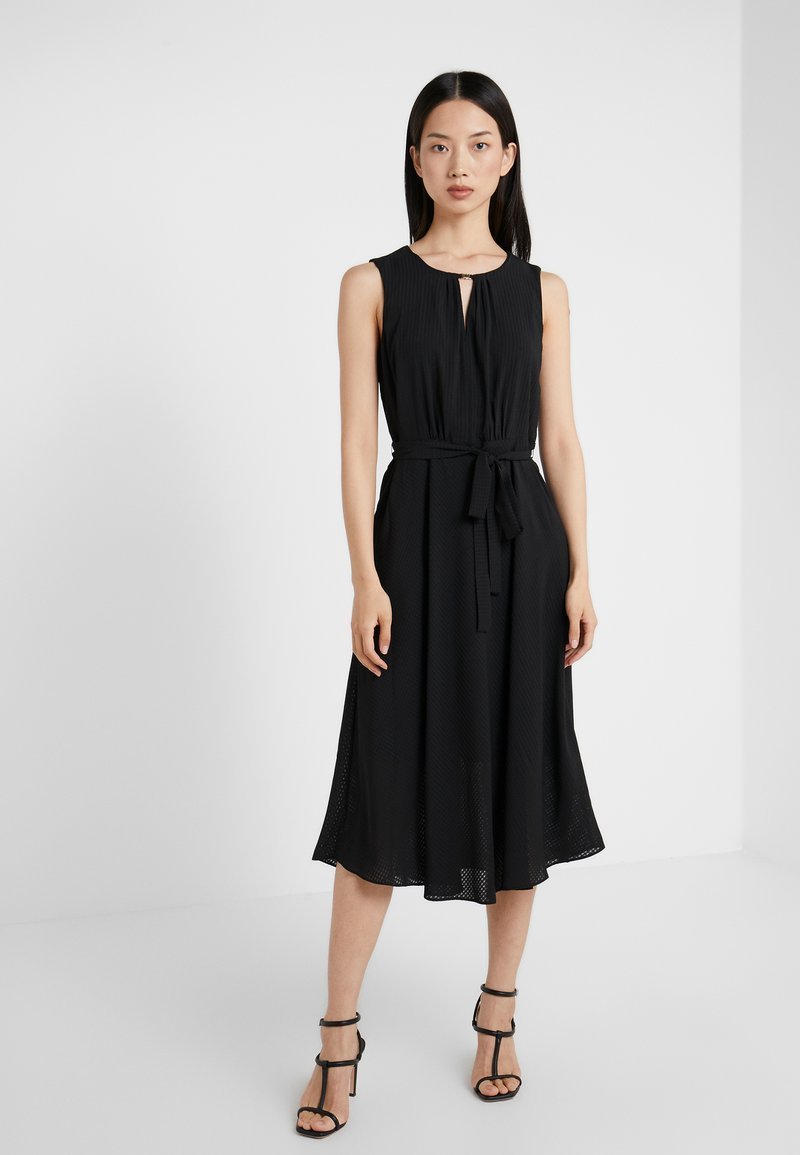 DKNY - KEYHOLE NECK MIDI WITH SELF BELT - Freizeitkleid - black