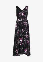 HANDKERCHIEF DRESS - Žerzejové šaty - black/berry